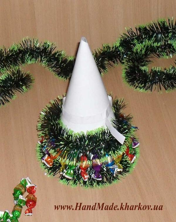 Новогодняя елочка из вкусных конфет шаг 6