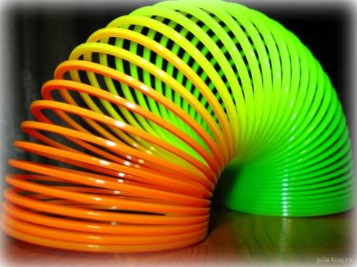разноцветная прыгалка - фото