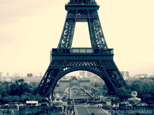 эйфелевая башня в сумерках