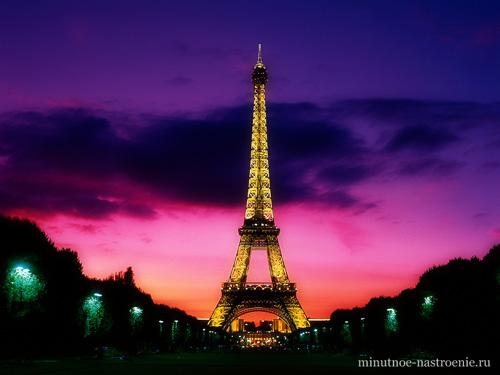 Эйфелевая башня ночью