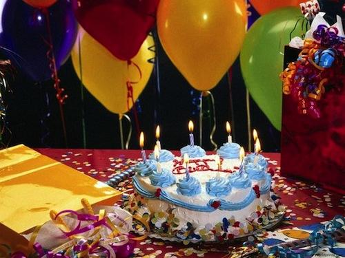 Почему мы задуваем свечи на торте в день рождения?