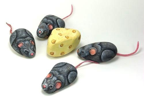 Роспись по камням мышки и сыр