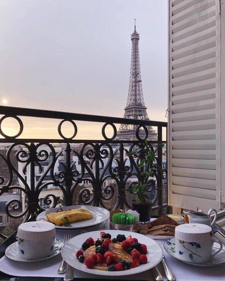 Завтрак в Париже, завтрак, круассаны, Эйфелевая башня, кофе