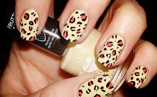 леопардовый маникюр на желтом фоне