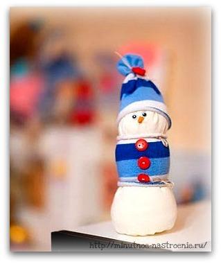 Декоративный новогодний снеговик